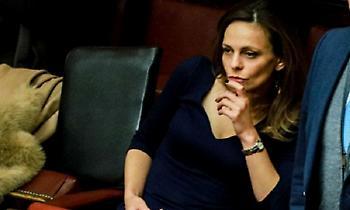 Αχτσιόγλου: Έκαψε καρδιές στη Βουλή (pics)