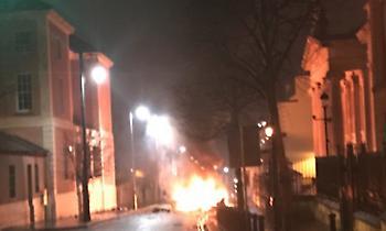 Βόρεια Ιρλανδία: Έρευνα για αυτοκίνητο παγιδευμένο με εκρηκτικά στο Λοντοντέρι