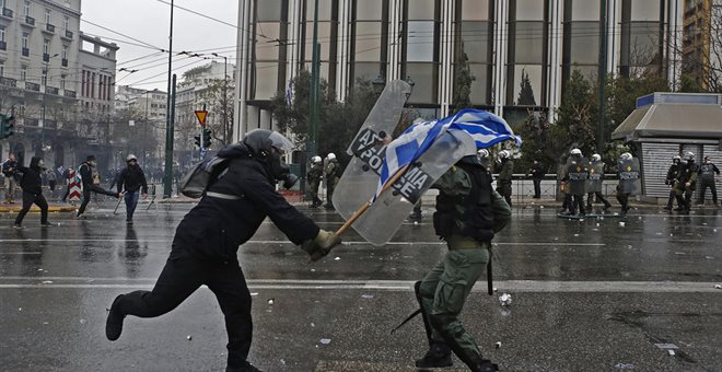 Επίθεση σε φωτορεπόρτερ από αγνώστους κατά τη διάρκεια του συλλαλητηρίου