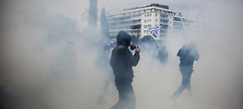 «Με χτυπούσαν 50 άτομα, το πατατράκ άρχισε μετά τα δακρυγόνα στο πλήθος», λέει διαδηλωτής