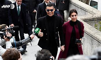 Χαμογελαστός στη δίκη του για φοροδιαφυγή ο Κριστιάνο (pics/video)