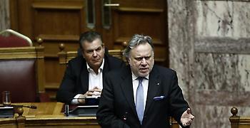 Ένταση στη Βουλή: Ο Κατρούγκαλος κατέθεσε ξανά το ίδιο κείμενο