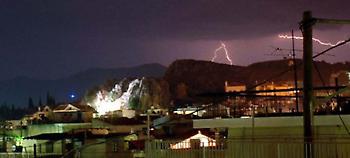 Κακοκαιρία «Φοίβος»: Σαρώνει τη χώρα με βροχές και καταιγίδες -4.000 κεραυνοί (pic-video)