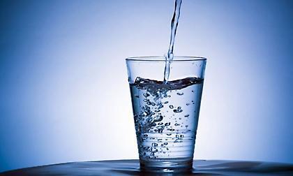 Νερό από τη βρύση ή εμφιαλωμένο και γιατί;
