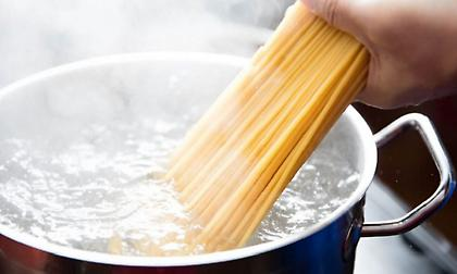 Γιατί το νερό από τα μακαρόνια είναι ιδανικό για ποδόλουτρο;