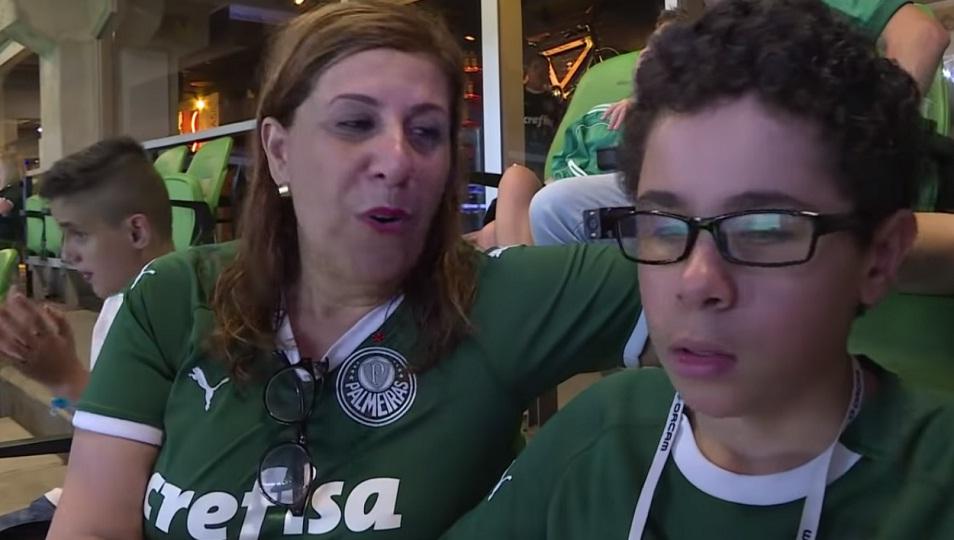 Μητέρα περιγράφει το ματς στον τυφλό γιο της (video)