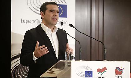 Αλέξης Τσίπρας: Γι' αυτήν την κοκκινομάλλα που του πήρε συνέντευξη μιλάνε όλοι