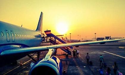 Αεροσυνοδός αποκαλύπτει: Ο θανάσιμος κίνδυνος που μπορεί να ρίξει αεροπλάνο και δεν είχες φανταστεί