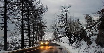 Προβλήματα στα βόρεια της Αττικής προκαλεί η χιονόπτωση