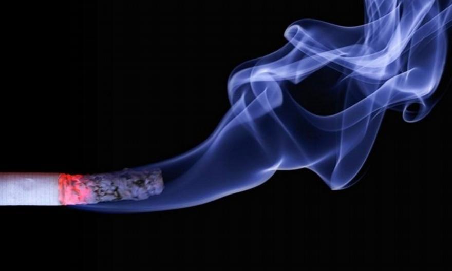Αυτό είναι το έξυπνο κόλπο για να μην μυρίζει κανένα δωμάτιο τσιγάρο