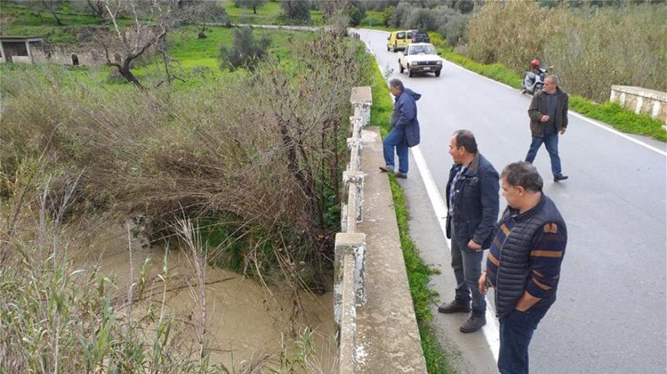 Αγωνία για τους 4 αγνοούμενους στην Κρήτη - «Το 1,5 μέτρο νερού, δεν μας επιτρέπει έρευνες»