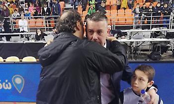 Η αγκαλιά επιβράβευσης του Πρέλεβιτς στον Παπαθεοδώρου (pics)