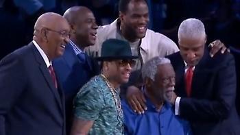 Η αγκαλιά των θρύλων του NBA (pic)