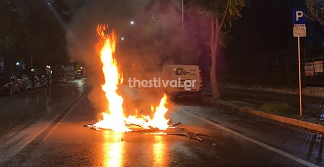 Θεσσαλονίκη: Επίθεση με μολότοφ και αντικείμενα σε αστυνομικούς