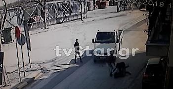 Θήβα:Ανήλικοι επιτίθενται σε γυναίκα για να τη ληστέψουν - Σοκάρει το βίντεο