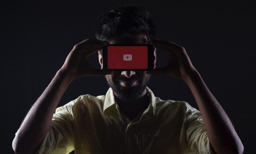 Γιατί εταιρείες-κολοσσοί αφαιρούν τις διαφημίσεις τους από βίντεο στο Youtube