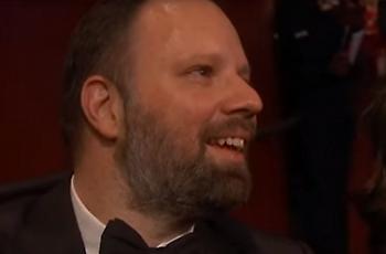 Ο Γιώργος Λάνθιμος συγκινήθηκε για το Όσκαρ της Ολίβια Κόλμαν (video)