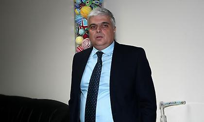 Μ. Παπαδόπουλος: «Αν δεν κατέβουν, θα βάλω τη γάτα μου να κλαίει. Εμείς θέλουμε… Κινέζους διαιτητές»