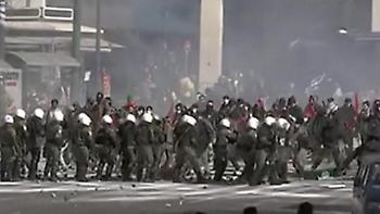 Τα γυρίσματα στο Σύνταγμα: Κλούβες, ΜΑΤ και «μάχες» με διαδηλωτές (pics)