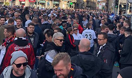 Χαμός στους δρόμους του Μιλάνου από 15 χιλιάδες οπαδούς της Άιντραχτ (videos)