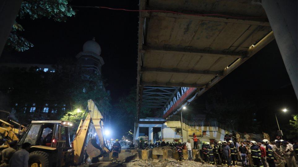 Ινδία: 6 νεκροί και δεκάδες τραυματίες από την κατάρρευση πεζογέφυρας στο Μουμπάι