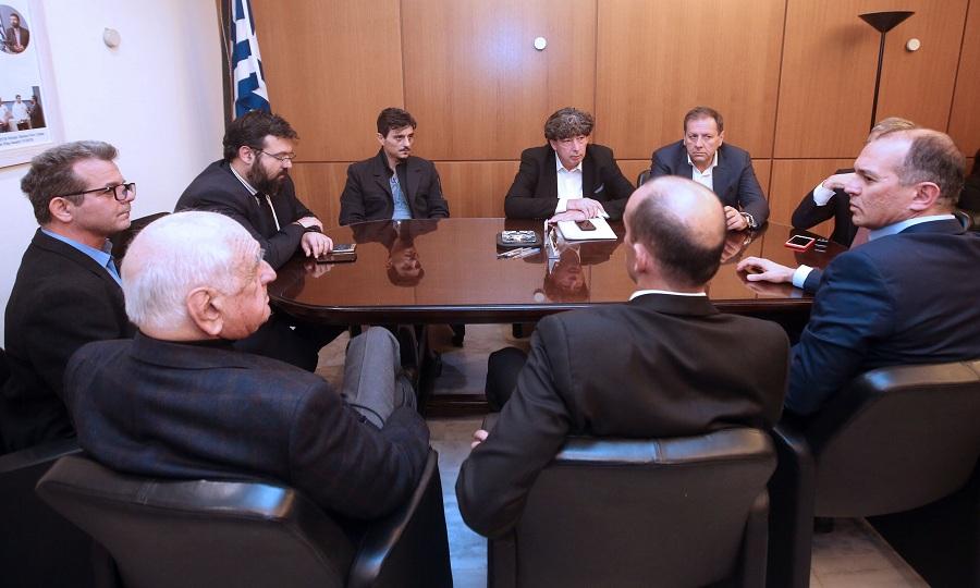 Μικροένταση Αγγελόπουλων με τον εκπρόσωπο της ΕΟΚ για την απουσία του Βασιλακόπουλου