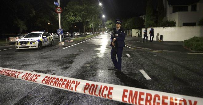 Πέντε όπλα, νόμιμα αγορασμένα, χρησιμοποίησε ο μακελάρης στη Νέα Ζηλανδία