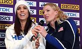 Η παγκόσμια πρωταθλήτρια του επί κοντώ κάνει μονόζυγο με φίδι στον λαιμό (video)