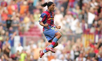 Ο Ροναλντίνιο έγινε 39 και η UEFA θυμίζει σε όλους πόσο λείπει από το ποδόσφαιρο (video)
