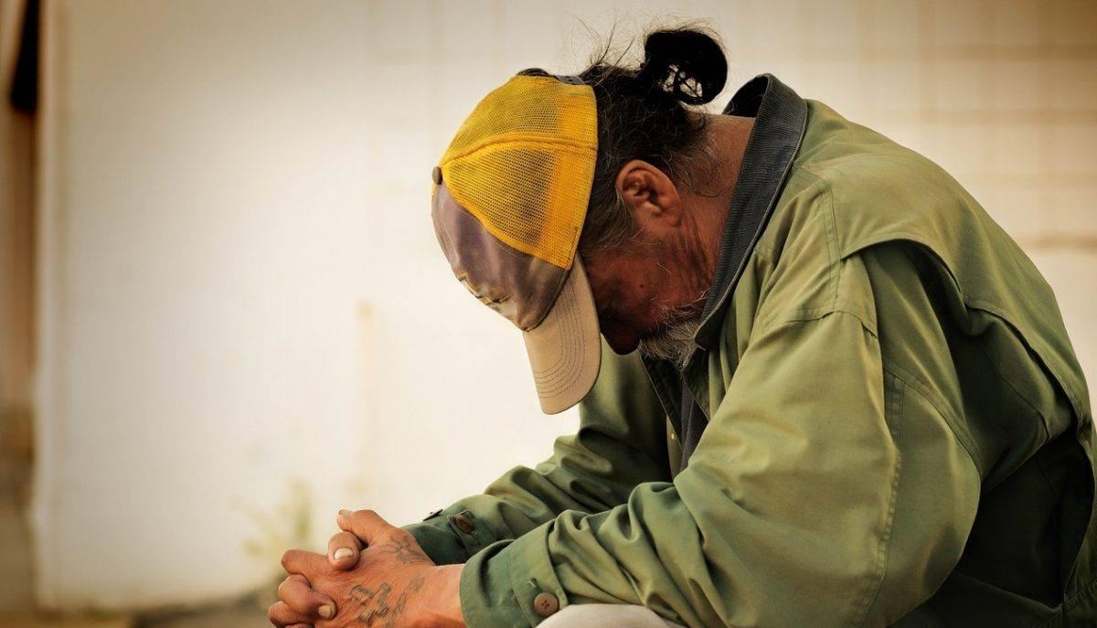 Έδωσαν σε άστεγο κάρτα για να σηκώσει όσα χρήματα ήθελε κι εκείνος επέστρεψε με την απόδειξη