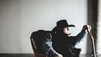 Νεκρός ο τραγουδιστής Τζάστιν Κάρτερ-Αυτοπυροβολήθηκε κατά λάθος σε βίντεο κλιπ