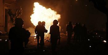Επεισόδια με μολότοφ στο κέντρο της Αθήνας - Τραυματίστηκε αστυνομικός