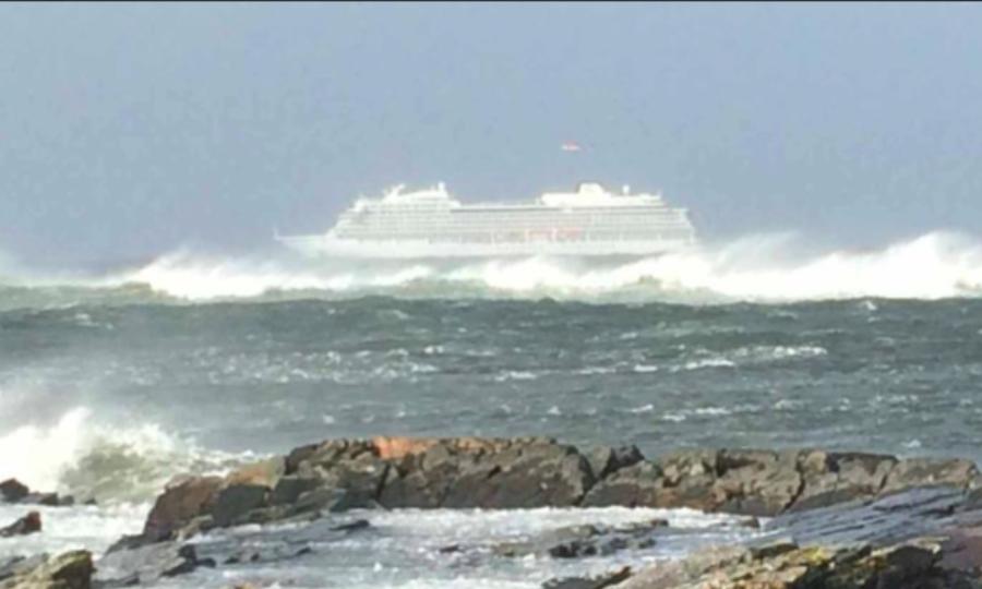 Συναγερμός στην ακτοφυλακή της Νορβηγίας: Εκκενώνεται ακυβέρνητο κρουαζιερόπλοιο με 1.300 άτομα