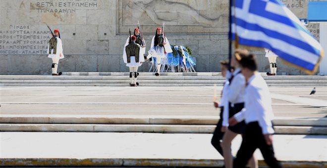 Δύο προσαγωγές πριν την έναρξη της παρέλασης στο Σύνταγμα