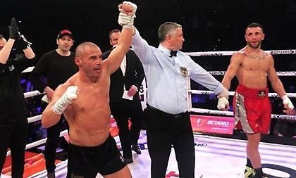 Ανεπανάληπτος ο Ζαμπίδης – Νίκησε και με τραυματισμένο το ένα χέρι!