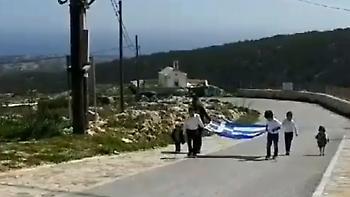 Παρέλαση στη Γαύδο: Μόλις τρεις μαθητές και μία ελληνική σημαία
