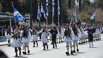 Στρατιωτική παρέλαση με το «Μακεδονία ξακουστή» στην Αθήνα