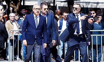Σταυρόπουλος και Μπαφές από την ΚΑΕ Ολυμπιακός στο «αντίο» του Θανάση (pic)