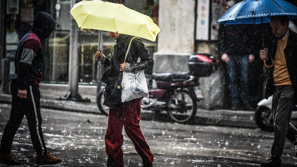 Καιρός: Νέα επιδείνωση από αύριο – Πτώση θερμοκρασίας, καταιγίδες και χιόνια στα ορεινά