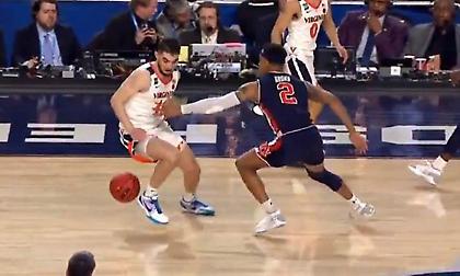 "NCAA: Το ""non call"" που έκρινε τον ημιτελικό και θα μείνει στην ιστορία! (video)"