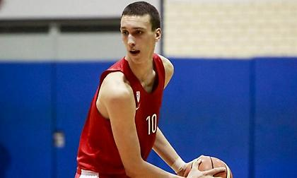 Αλεξέι Ποκουσέφσκι: Ύψος 2.11 μέτρα… E και; Τα 4 τρίποντα στον τελικό! (video)
