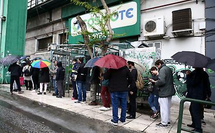 Ουρές στη βροχή για ένα εισιτήριο του Παναθηναϊκός-Ρεάλ (pics)