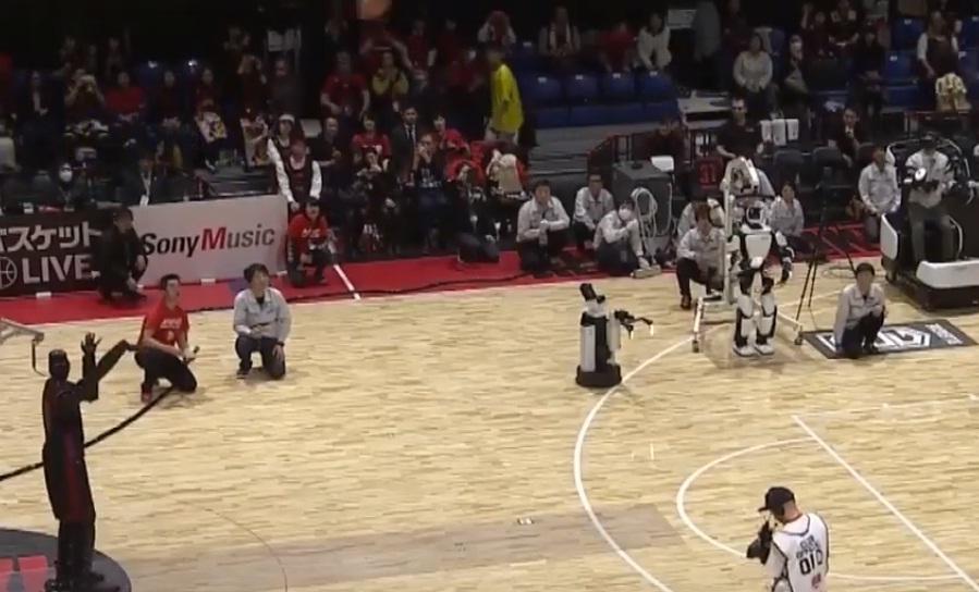 Ιάπωνες κατασκεύασαν ρομπότ που τα βάζει από το κέντρο (video)