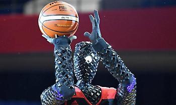 Ιαπωνία: Ρομπότ-μπασκετμπολίστας τα βάζει από παντού