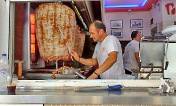 Δεν αντέχεις δεύτερο: Το μεγαλύτερο πιτόγυρο στην Ελλάδα το φτιάχνουν τα καρντάσια (pics)