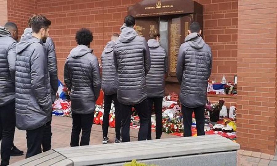 Στο μνημείο των 96 αδικοχαμένων οπαδών της Λίβερπουλ Κλοπ και παίκτες (vid)