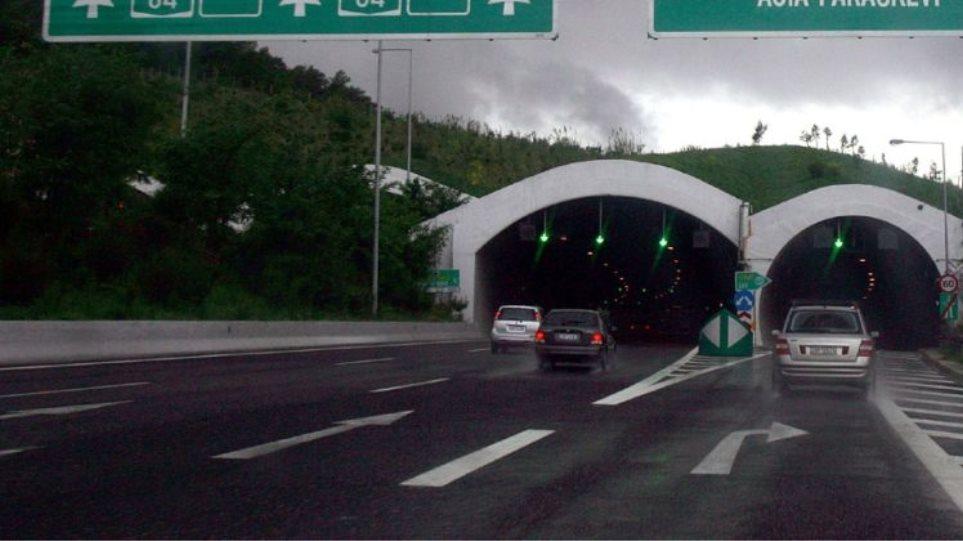 Κίνηση μετ' εμποδίων στους δρόμους: Τροχαίο στην Περιφερειακή Υμηττού μετά την έξοδο Χολαργού