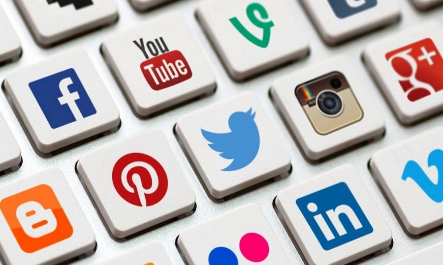 Social media: Τι δεν πρέπει να δημοσιεύεις ποτέ όταν ταξιδεύεις με αεροπλάνο