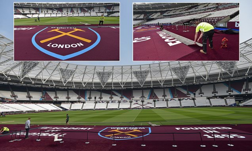 Κάλυψε το ταρτάν του Ολυμπιακού Σταδίου με χαλί στα χρώματά της η Γουέστ Χαμ (pics)