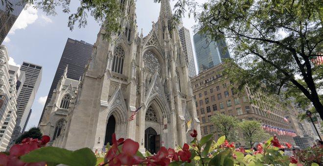 Συνελήφθη άντρας που επιχείρησε να βάλει φωτιά σε Καθεδρικό της Νέας Υόρκης